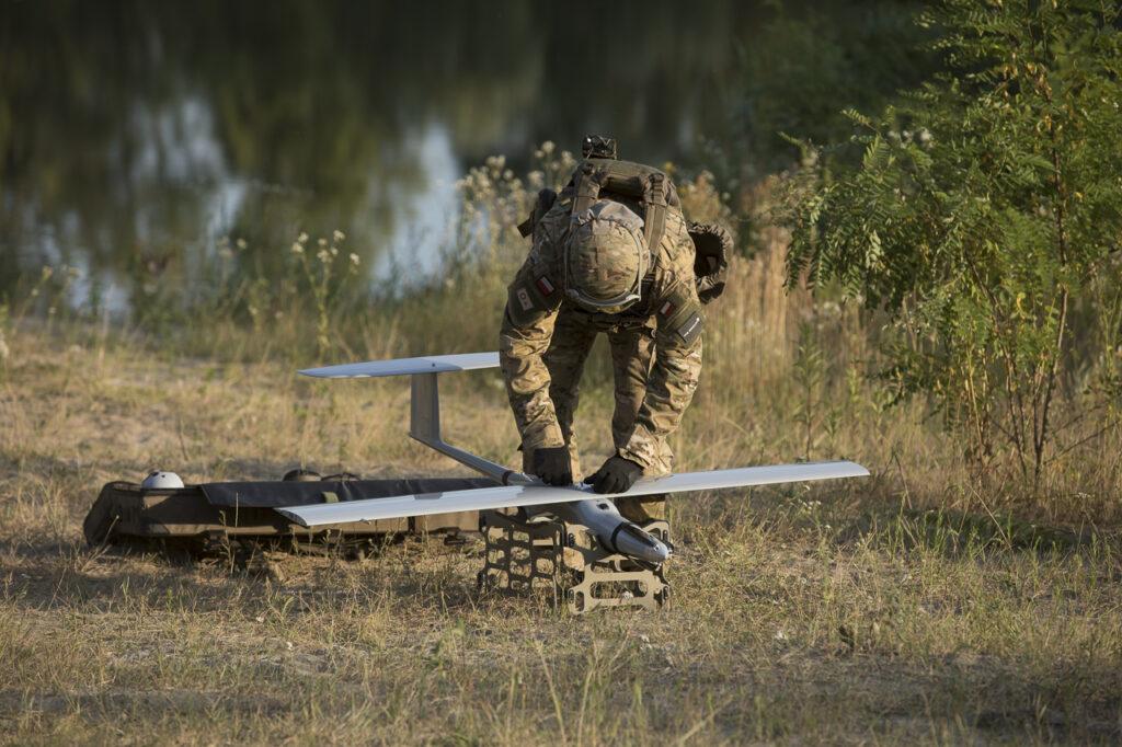 Polski bezzałogowy system FlyEye - Montaż idemontaż odbywają się wponiżej 10 minut.