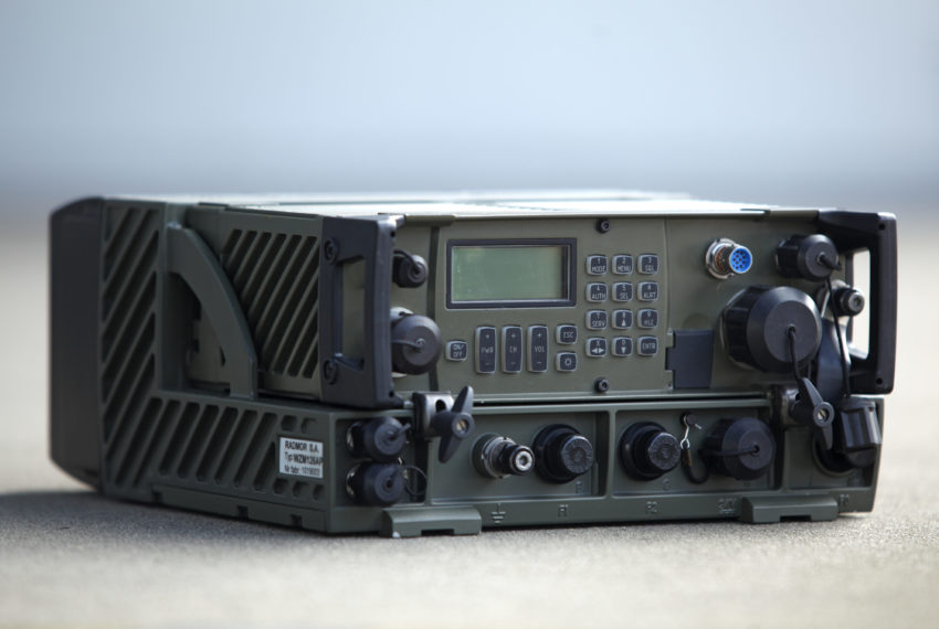 Pokładowa radiostacja taktyczna VHF/FM-FFH  RRC 9310