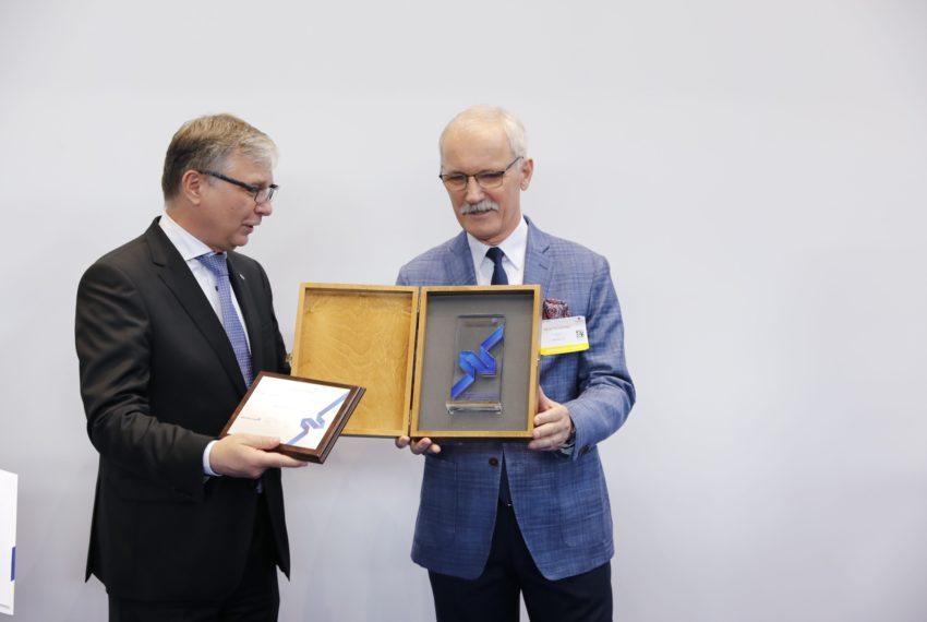 Statuetka Niebieskiej Wstęgi wręczona na MSPO 2019.